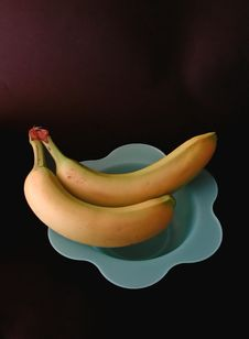 Free Two Bananas On A Blue Dish Royalty Free Stock Image - 11116
