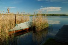 Free Wooden Boat In Reeds Stock Photography - 1005092