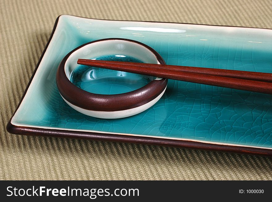Plate, dipping bowl, with chop sticks