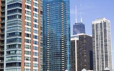 Free Apartment Buildings In Chicago Royalty Free Stock Photo - 10001325
