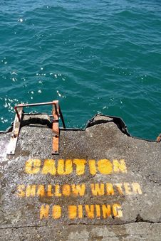 Free Caution Shallow Water Warning Sign Royalty Free Stock Image - 10004296