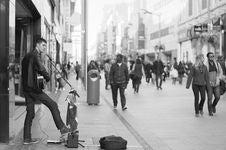 Free Street Performer Black White Royalty Free Stock Image - 100031086