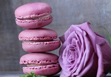 Free Macaroon, Pink, Sweetness, Buttercream Royalty Free Stock Images - 100195859