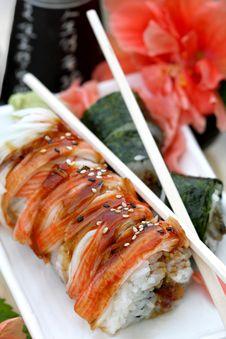 Free Sushi Rolls With Sake Set Royalty Free Stock Photos - 10020018