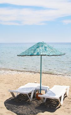 Free Splendid Parasol And Beach In Resort. Royalty Free Stock Photography - 10021047