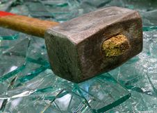 Free Sledge Hammer And Broken Glass. Stock Photography - 10027792