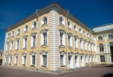 Free Palace In Peterhof Stock Photography - 10027822