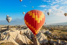 Free Hot Air Ballon Mountains Stock Photo - 100229700