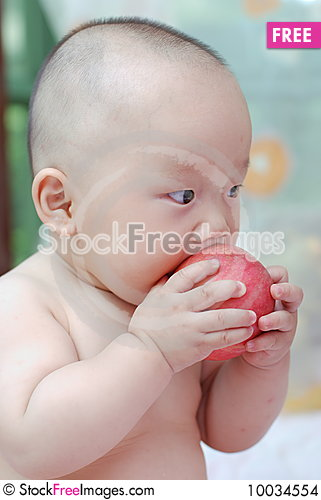 Free Cute Baby Eat Apple Stock Images - 10034554