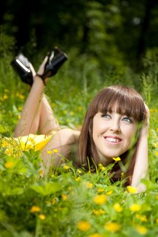 Free Pretty Smiling Girl Relaxing Outdoor Royalty Free Stock Image - 10034296
