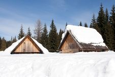 Free Wooden Cabins In The Snow Stock Photos - 10034773