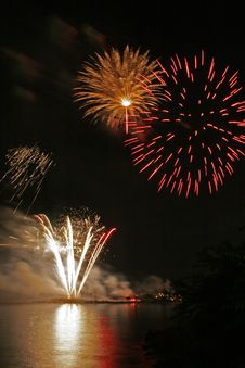 Free Fireworks Over Long Island Sound Royalty Free Stock Photography - 10035357