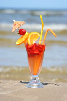 Free Fruit Cocktail Royalty Free Stock Photos - 10035808