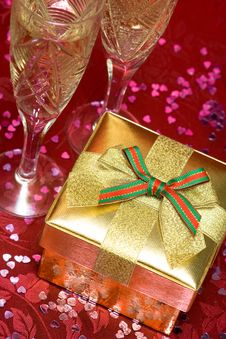Free Golden Gift Box Stock Photography - 10038362