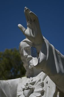 Free Jesus Statue With Fallen Soldier S ID Tag 1 Royalty Free Stock Photo - 10041225