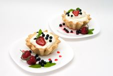 Free Delicious Tarts With Berries And Cream Stock Images - 10045174