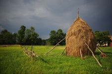 Free Hay Piles Royalty Free Stock Photos - 10052048