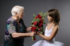 Free Young Ballerina Receiving Flowers Stock Images - 10059564