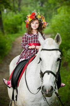 Free Cute Little Girl In Floral Wreath Royalty Free Stock Photos - 10059818