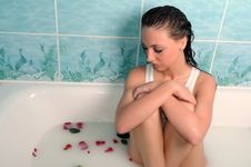 Free Beautiful Woman In A Bathroom Royalty Free Stock Images - 10060019