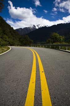 Free Road In Mountains Royalty Free Stock Photos - 10064168