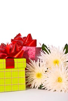 Free Gift Box With Flowers Royalty Free Stock Photography - 10068217