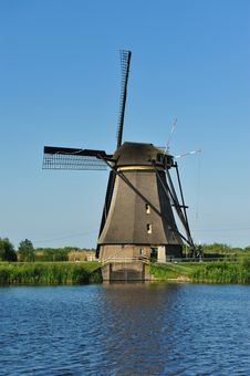 Free Windmill Landscape Royalty Free Stock Photos - 10070308