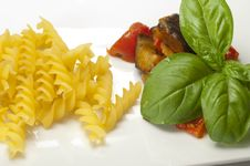 Free Pasta With Aubergines Royalty Free Stock Images - 10071229