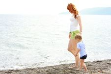 Free Mother And Son On Beach Stock Photography - 10075542