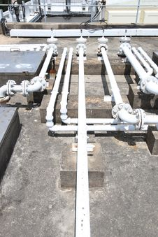 Free Building Rooftop Pipelines Royalty Free Stock Photography - 10077917