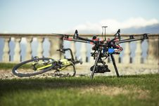 Free Drone Taking Off Royalty Free Stock Photos - 100759148