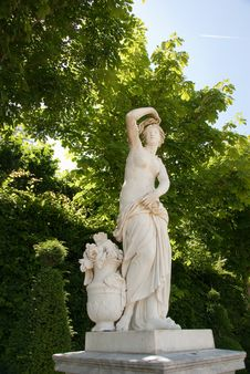 Free Artistic Sculpture In Park Stock Photos - 10082043