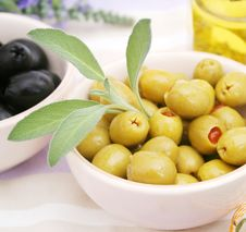 Free Green Olives Royalty Free Stock Photography - 10086517