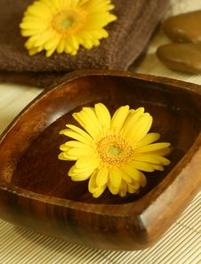 Free Yellow Flower Floating In Wooden Bow, Towel And S Stock Images - 10088534
