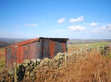 Rusty Iron Shed In Yorkshire Moors Royalty Free Stock Photography