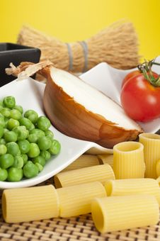 Free Peas, Onion And Tomato Royalty Free Stock Photography - 10095657