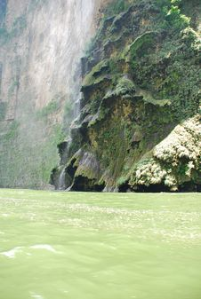Free Tropical Waterfall, Sumindero Canyon, Mexico Stock Photo - 10096330