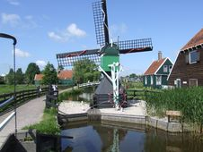 Free Dutch-Windmill1 Royalty Free Stock Image - 1010466