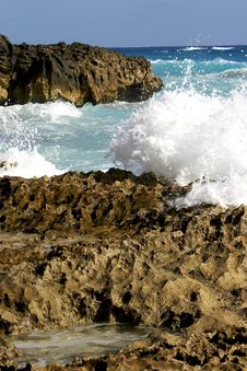 Free Beautiful Ocean, Rocks Royalty Free Stock Image - 1011436