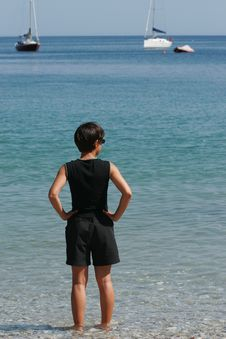 Free Femme Les Pieds Dans L Eau Stock Image - 1016311