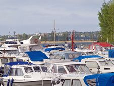 Free Motor Boats In A Wharf Stock Images - 1016364