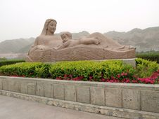 Free Mother Statue Royalty Free Stock Images - 10104999