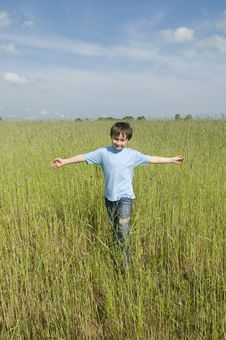 Free Boy In The Field Royalty Free Stock Photos - 10107058