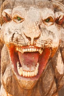 Free Lion Wood Carving Stock Image - 10112111