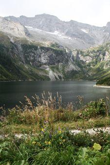 Free Lake Near The Mountain Royalty Free Stock Images - 10112789