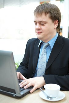 Free Happy Young Businessman With Laptop Royalty Free Stock Images - 10116809