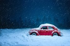Free Snow, Car, Blue, Winter Royalty Free Stock Image - 101100466