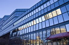 Free Blue Glass Building Royalty Free Stock Images - 10120279