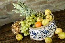 Free Basket Full Of Fruits Royalty Free Stock Images - 10123889
