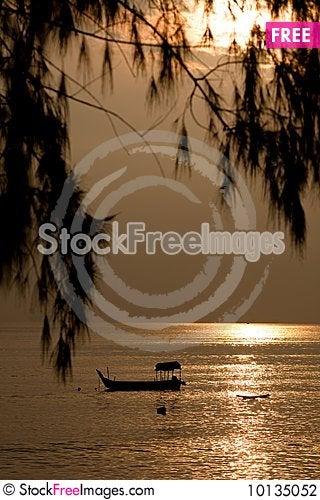 Free Fishing On The Golden Sunrise Sea Stock Photography - 10135052